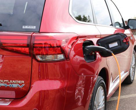 Mitsubishi Outlander PHEV rask lading